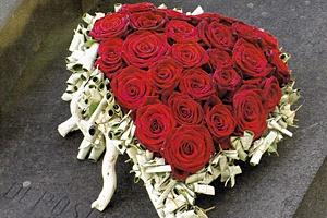 aranjamente florale funerare din trandafiri Anthony