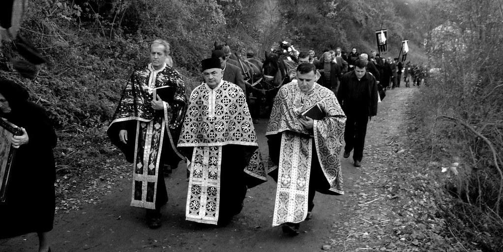 slujbă funerară, înmormântare tradițională